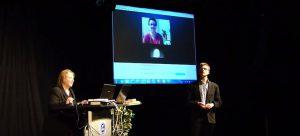 Annette Schwindt und die Moderatoren der Videoübertragung