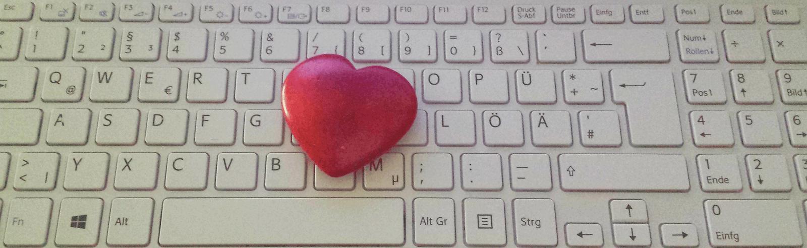 Herz auf Tastatur