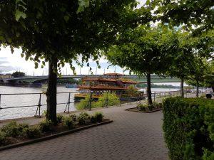 Chinesisches Restaurantschiff am Beueler Ufer