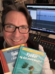 Espen Beranek Holm mit den Fjodorbüchern im Studio