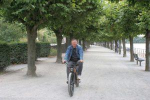 Gunnar auf dem eBike an der Rheinpromenade