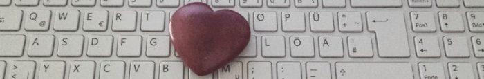dunkles Herz auf Tastatur