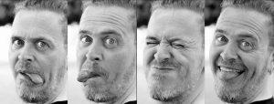 Doppelseite: Serie von vier Nahportraits von Mann mit Brille mit verschiedenen Grimassen