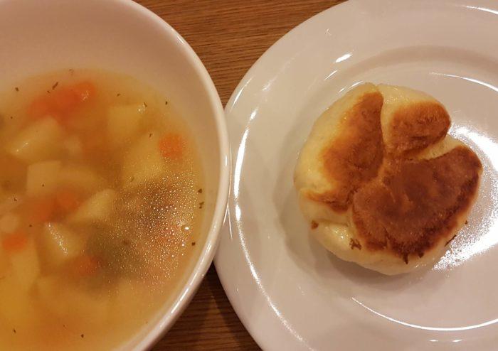 Dampfnudel mit Kartoffelsuppe