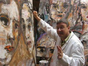 Matrin Eckrich mit Gemälden