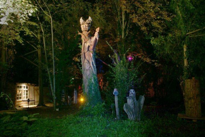 Martin Eckrichs Kunstgarten bei Nacht